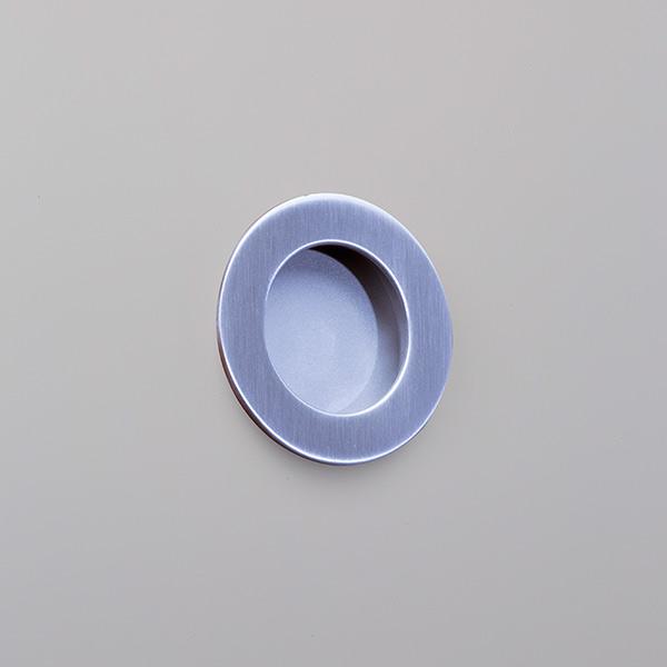 Circular-flush-pull-on-GREY-PAINT