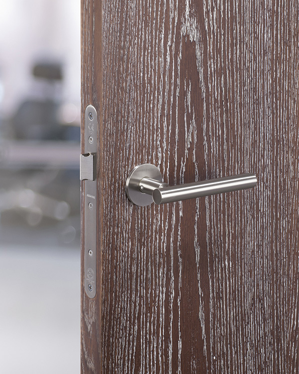 Stepped-stainless_steel_lever-on-OAK-STAINED-&-LIMED