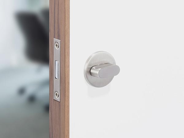 WC-turn-on-WHITE-&-LIPPED