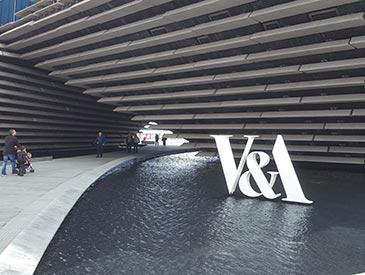 Shadbolt_V+A_Museum_exterior_sign